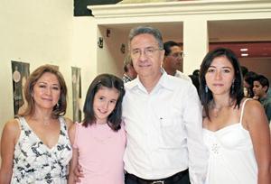 Josefina de López, Karla López, Federico López Hernández y Yessica López