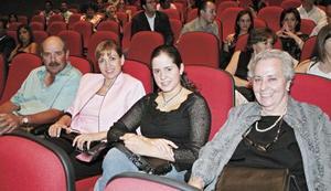 José Luis Gómez Martín, Claudia Estrada de Gómez, Ana Mery Gómez y Delia Martín de Gómez