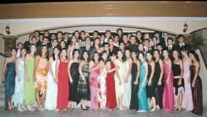 <I>Graduación Colegio Inglés <I><P> Grupo de graduados