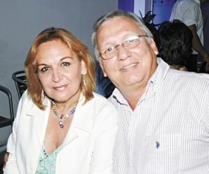 María de Lourdes Zepeda de Campa y Alfredo Campa