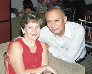 <I>Disfrutando en pareja <I><P>  Carlos y Malena Romo
