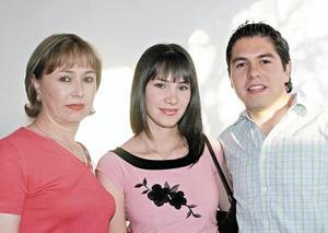 Margarita de Rivera, Alejandra de Rodríguez y César René Rivera