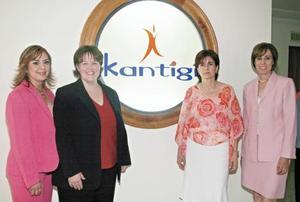 <I>Inauguración de Kantigi <I><P>  Socias de esta institución: Brenda Moreno Sarmiento, Deanna Kathleen Kelley,