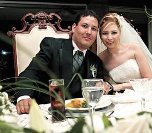 <I>Se unen en matrimonio<I><P>Lorena Michel Návar y Luis R. Galarza Calderón