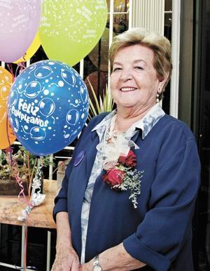<I>Cumple 80 años<I><P>La festejada, Angelina M. de Garza