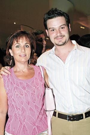 Nena de Fernández y Alejandro Fernández