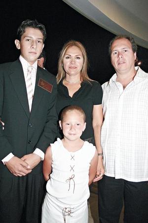 Alejandro, Paola, Mauricio Berlanga y Susana Islas