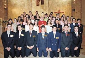 <I>Confirman su Fe en Cristo<I><P> Grupo de jóvenes que se confirmaron