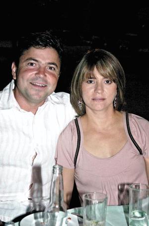 Moy y Adriana Arce