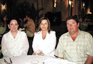 Norma de Gutiérrez, Cecilia González del Hoyo y Miguel del Hoyo