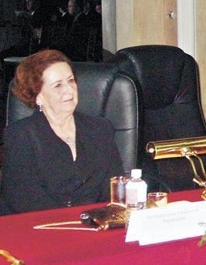 Sra. Doña María Luisa Villalobos de Papadópulos.