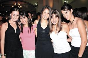 <I>Graduación Colegio Americano de Torreón, A.C.<I><P>  Andrea Espada, Melissa Chacón, Isabel Soto, Ana Paula Anaya y Mariana Chávez