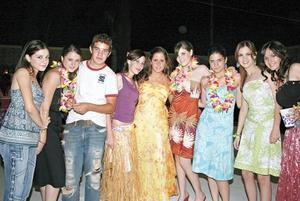 Ingrid, Denise, Bobe, Lulú, Ana Mary, Mónica, Sofía, Magda y Anaví