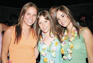 Marifer de la Garza, Paulina y Ana P.