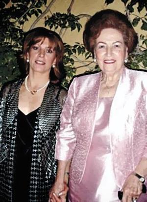 Graciela Estrada y Yolanda Attolini de Estrada