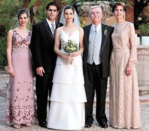 <I>Una boda inolvidable<I><P>  Susana Estrada Murra, David Rangel Vallari, Alicia Estrada Murra, Francisco Estrada Attolini y Alicia Murra de Estrada