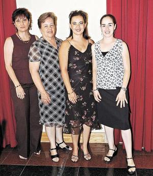 Chabe de Máynez, May Gil de Máynez, Luz María Máynez y Marusa Fernández  .