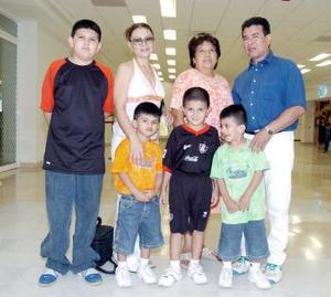 Francisco, Lupita, Kevin, Érick, Alan, Jorge y Mary viajaron a Mexicali.