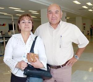 Elizabeth Gallardo viajó con destino al DF y fue despedida por Juan Martínez Casas.