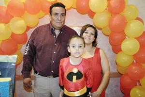 Juan Antonio Núñez González fue festejado por sus papás, Juan Antonio Núñez Ortiz y Diana Julieta González de Núñez, con motivo de sus cuatro años de vida.