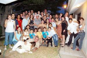 La familia Izquierdo García y algunas amistades se reunieron en ocasión al festejo de cumpleaños de la señora Dora Alicia, en su residencia de la colonia Campestre La Rosita.