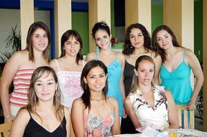 Deneb de Nora, Puly López-Amor, Rina Gilio, Karol Iza, Gab Delgado, Alina Yein, Cinthia Rosales y Lilia Fahur acompañaron a Fabiola Mexsen de Fahur, en la fiesta de canastilla que le organizaron.
