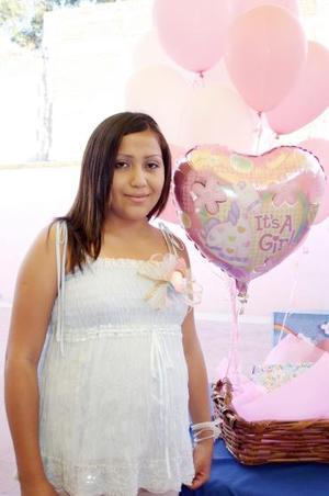 Nallely Jiménez, en la reunión que le ofrecieron Lupita Lamas, Lucy y Blanca Ibarra, por el futuro nacimiento de su primer bebé.