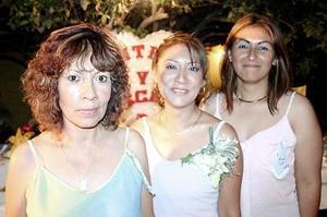 Cynthia Yolanda Onofre Limón fue despedida de su vida de soltera, con un festejo que le ofrecieron su mamá, Yolanda Limón do Onofre y su tía, Xóchitl Puente de Limón.