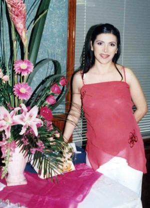 Irma Cáceres de Sánchez Saad espera a su primer bebé, y por ello se le ofreció una reunión.