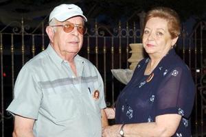 Dora Alicia de Izquierdo festejó junto a su esposo Rodolfo Izqyierdo y su familia.