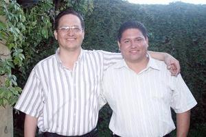 Jesús Manuel Villalobos y Adán Villalobos, en pasado acontecimiento social.