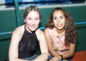 Ale Díaz Flores y Gaby Márquez, captadas en convivencia.