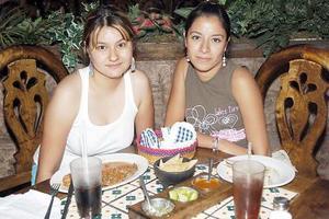 Evelyn Vidal y Adriana Morales2.