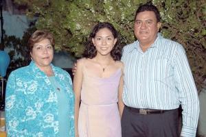 Con motivo de su graduación de secundaria, Ilse Karina Juárez Olivas disfrutó de una fiesta que le organizaron sus papás, Rogelio Juárez y Josefina Olivas de Juárez.