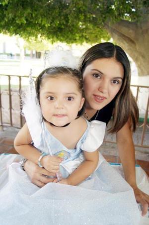 Ana Sofía Armendáriz Romero celebró su tercer cumpleaños, con una piñata que le organizó su mamá, Anayansy de Armendáriz.