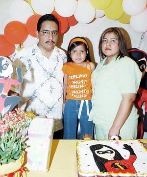 Con un divertido convivio fue festejada Marycruz Ibarra Rosales con motivo de su sexto cumpleaños, por sus papás Rafael Ibarra Piña y Sylvia Rosales de Ibarra.