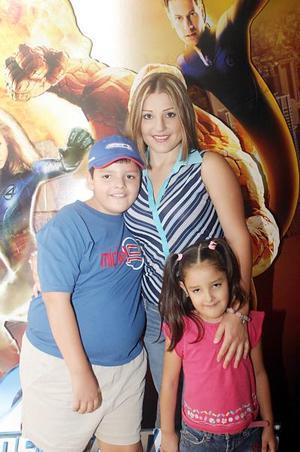 Julio Marín Paredes festejó su cumpleaños con una divertida fiesta que le organizó su mamá, Roxana de Marín y su hermana Ana Patricia Marín.