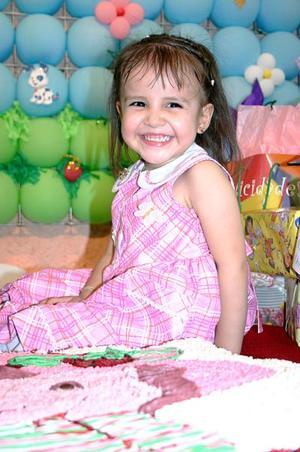 <b>12 de julio 2005</b><p>  María Fernanda Herrera Violante celebró su tercer cumpleaños, con una alegre fiesta infantil que le organizaron sus papás, Gilberto Herrera y Sandra de Herrera.