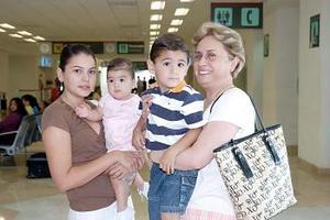 Astrid Baille, Ana María y Mauricio Villalobos y Marcela Baille, Viajaron a Cancún.