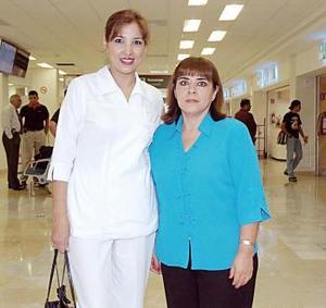 <b>12 de julio 2005</b><p>  Vicky Alonso viajó a Oaxaca y la despidió Sandra Luz Sánchez.