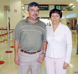Ismael Orona y Rosaura Hurtado viajron a Ensenada, Baja California.