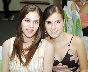 Susy Garza y Elena de Barrios.
