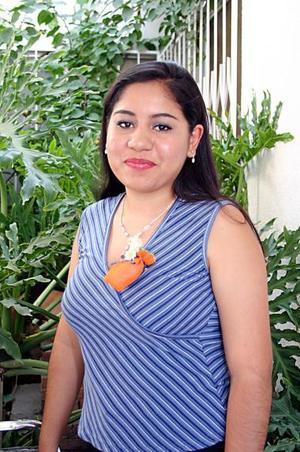 Luz María Rodríguez Lucio se casará el próximo 30 de julio con Óscar Loredo y por ello disfrutó de un convivio de despedida de soltera.