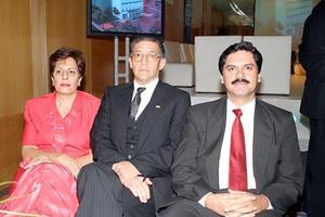 Erlinda Juan Marcos, Mariano Barragán y Arturo Flores.