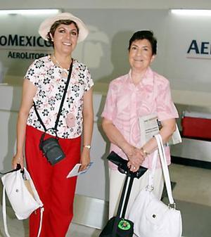<b>16 de julio 2005</b><p> Alicia Urbina de Saavedra y Elsa María Saavedra Urbina se tomaron unos días de vacaciones.