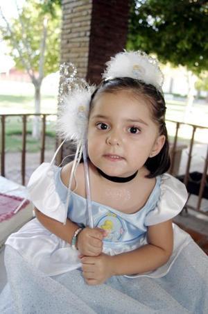 Ana Sofía Armendáriz Romero cumplió tres años de vida y los festejó con un bonito convivio infantil.