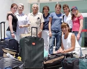 La familia Murra llegó contenta, pero sobre todo bien 'bronceadita' de Mazatlán.