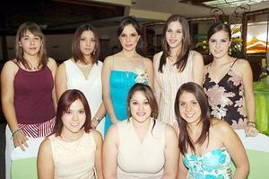 Karla María Corrales acompartió agradables momentos con sus amigos en la fiesta de despedida.