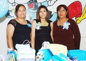 Lucía Huerta de García y Martha Moraga de Robles le ofrecieron una fiesta de canastilla a Roxana García Huerta.