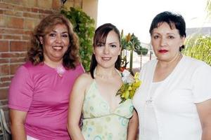 <b>16 de julio 2005</b><p> Con motivo de su cercano matrimonio con Ever Miranda García, Gisela Alonso Moreno disfrutó de una fiesta.
